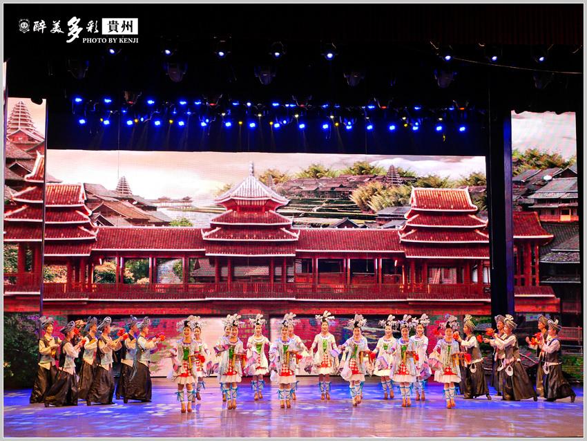 多彩貴州風歌舞秀-18.jpg