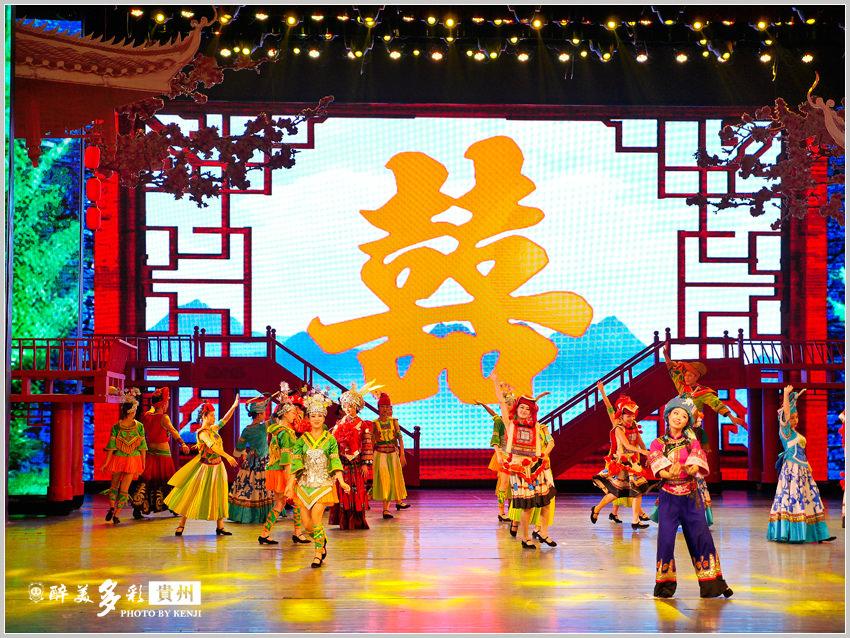 多彩貴州風歌舞秀-32.jpg