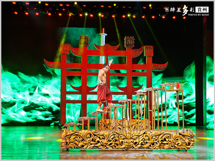 多彩貴州風歌舞秀-16.jpg